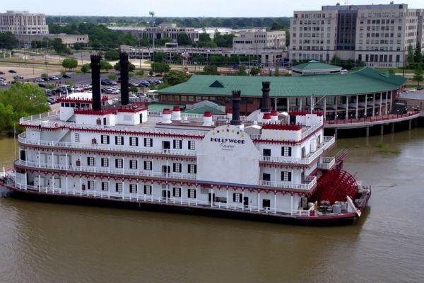 Casino Hollywood в Луизиане приступило к переводу речных судов вглубь страны